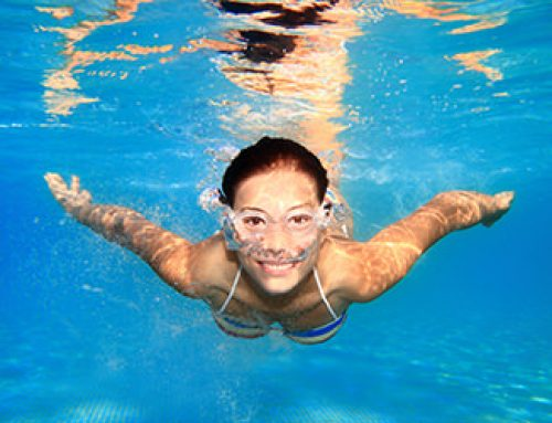 Irritación y picor de ojos en la piscina