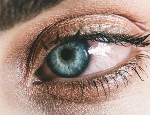Ojos rojos por usar lentillas