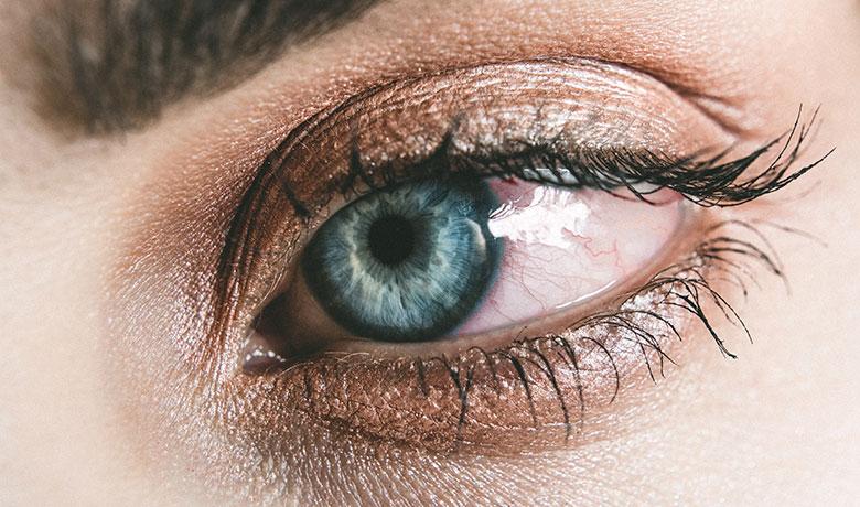ojos rojos de usar lentillas